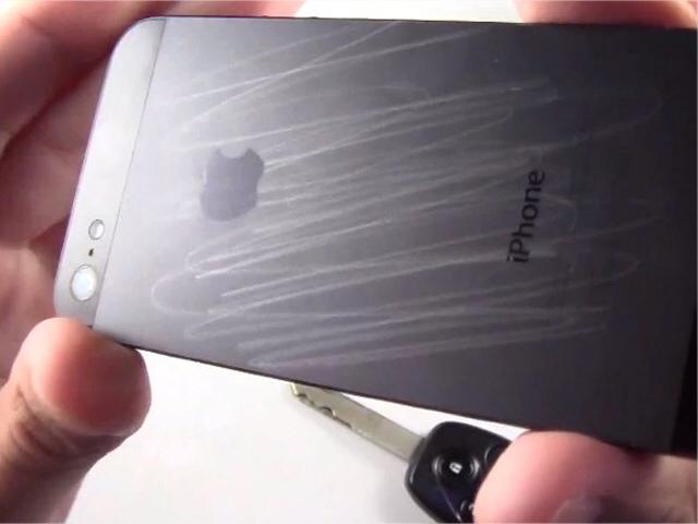 Quanto è resistente ai graffi l'iPhone 5?