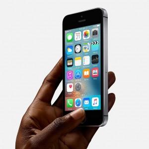 Iphone se pessimi i test di resistenza il video for Smartphone piccole dimensioni